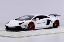1/18th Davis Giovanni LB LP700 White AZR