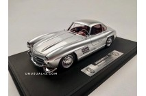 1/18 Dreampower Mercedes 300SL in Metallic Silver